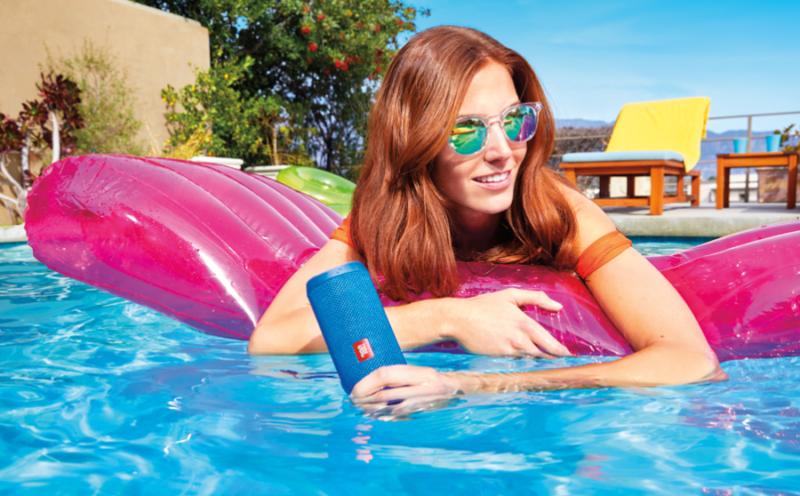 cadeau-ce-enceinte-bluetooth-bleu-waterproof