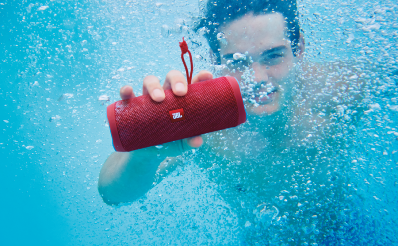 cadeau-ce-enceinte-bluetooth-jbl-rouge-waterproof