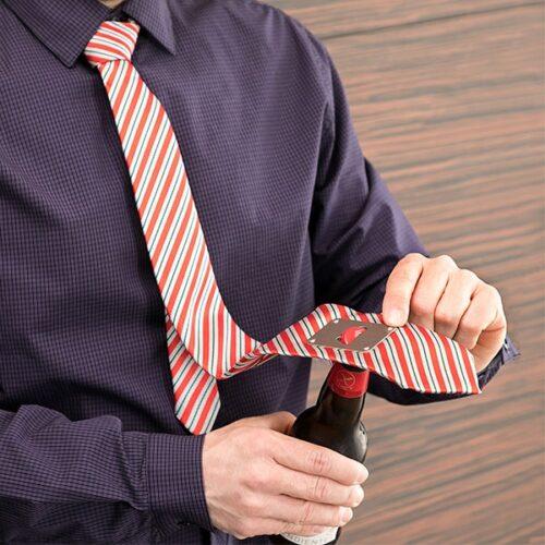 cadeau-homme-cravate-decapsuleur-metallique