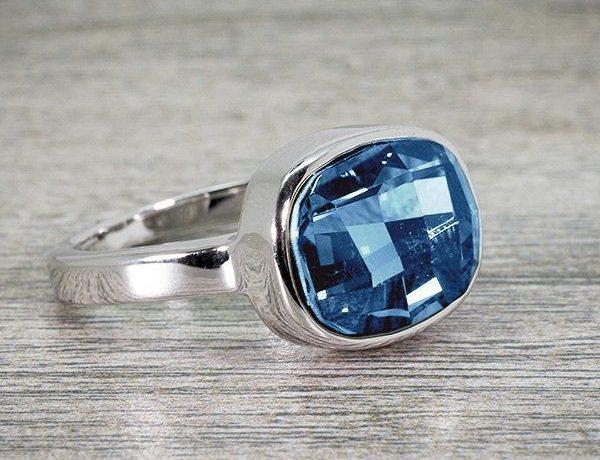 idee-cadeau-femme-bague-blue-huggot-bleu