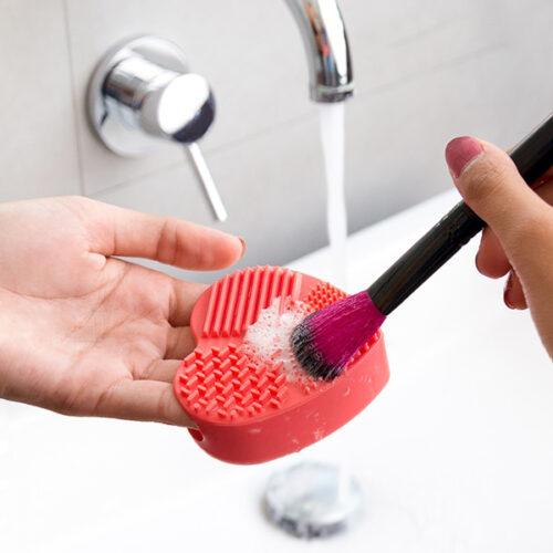 idee-cadeau-femme-nettoyeur-brosses-et-pinceau