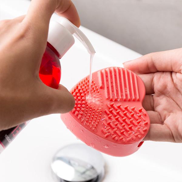 idee-cadeau-femme-nettoyeur-brosses-et-pinceau-discount