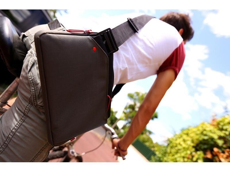 cadeau-ce-sacoche-traveler-10-pouces-pratique