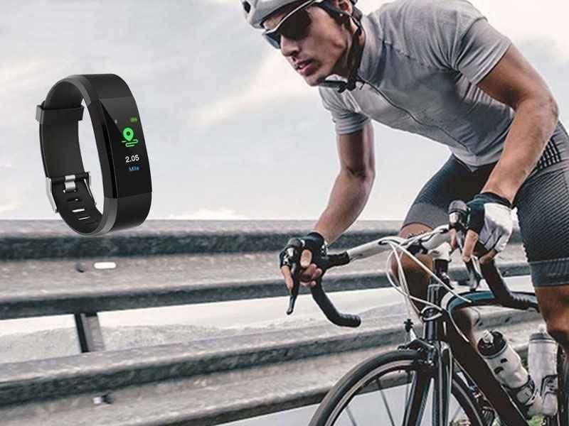 montre-connectee-fitness-tracker-bluetooth-noire-cadeaux-et-hightech-pratique